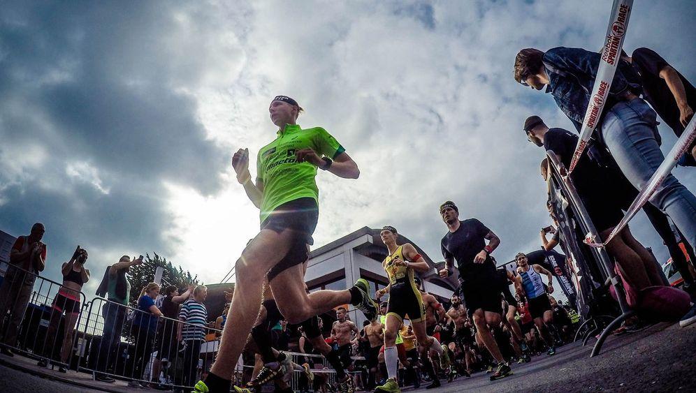 Obstacle Run: Sport im Schlamm