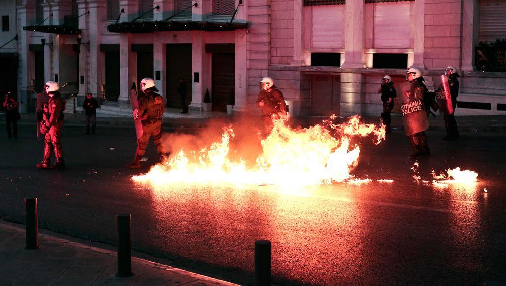 Proteste gegen Sparpaket: Molotowcocktails vor dem griechischen Parlament