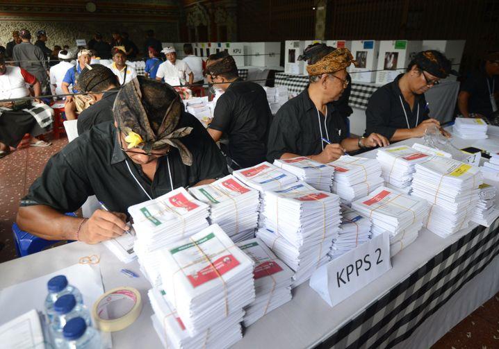Wahllokal in Kuta auf Bali: Fünf Stimmzettel pro Wähler