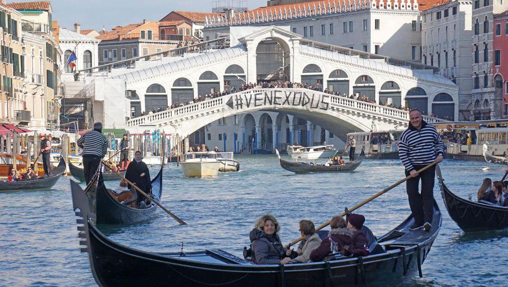 Venedig: Einwohnerprotest mit Rollkoffern