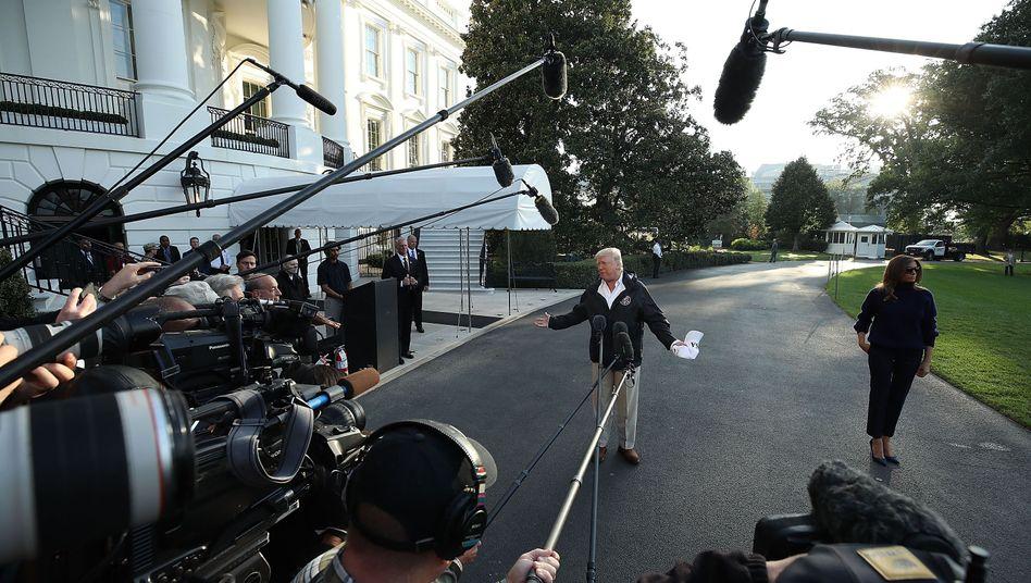US-Präsident Donald Trump vor Medienvertretern am Weißen Haus