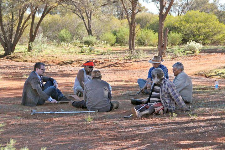 Forscher Eske Willerslev (li.) mit australischen Aborigines