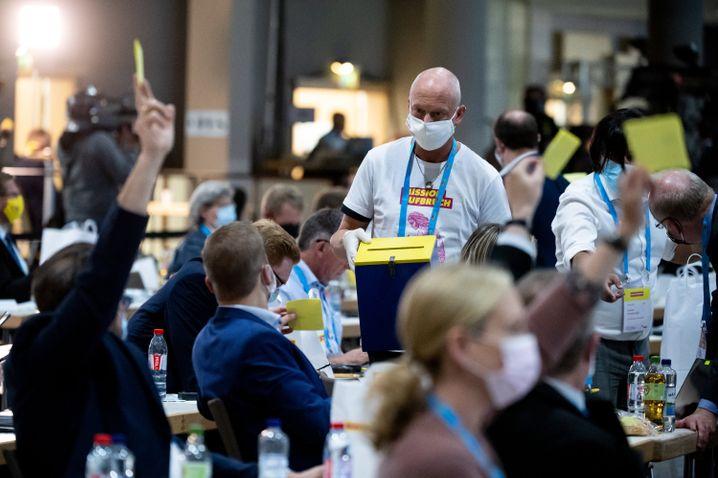 FDP-Parteitag in Berlin-Neukölln unter Corona-Bedingungen: Ein Tag für vier Neuwahlen und eine Antragsabstimmung