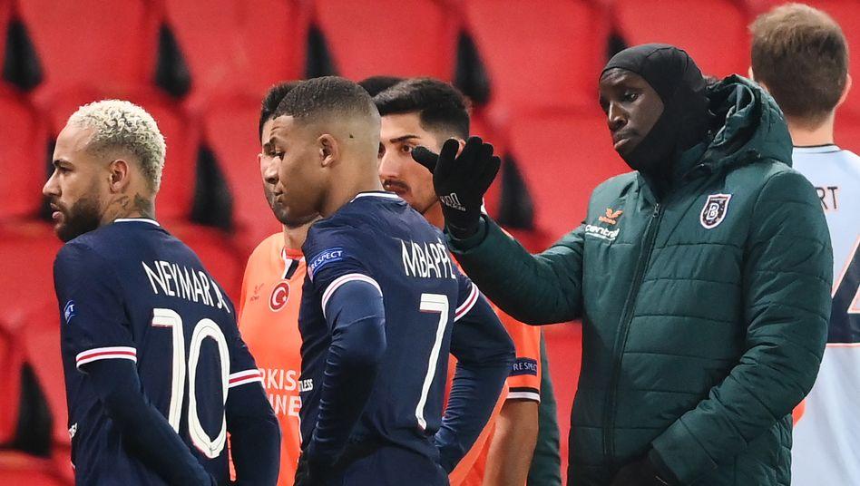 Neymar, Mbappé, Demba Ba (v.l.n.r.)