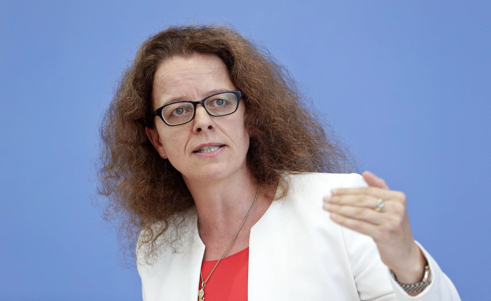 EINMALIGE VERWENDUNG Isabel Schnabel