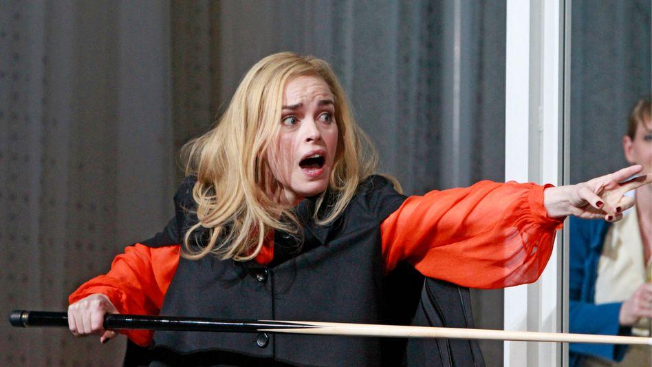 Nina Hoss als Gutsbesitzerin Ranjewskaja: Unverkrampft und ohne Allüren