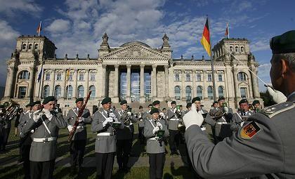 Gelöbnis der Bundeswehr vor dem Reichstag: Zeremonie zum Jahrestag des Attentats auf Hitler