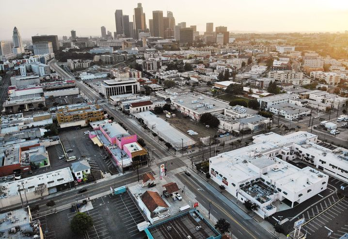 Leere Straßen in Los Angeles: halbierte Mordrate