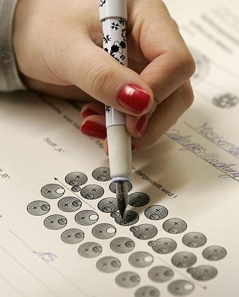 Schülerin beim Pisa-Test