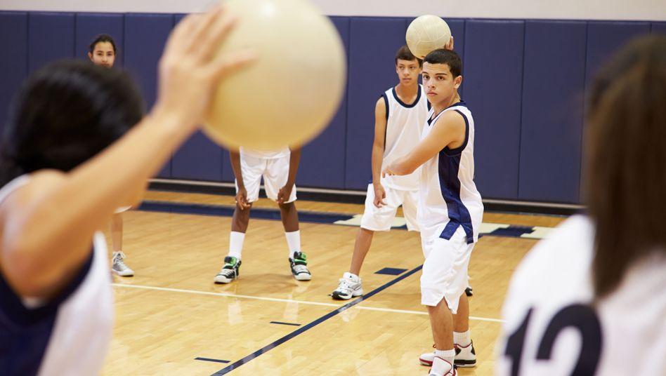 Völkerball wird an vielen Schulen im Sportunterricht gespielt