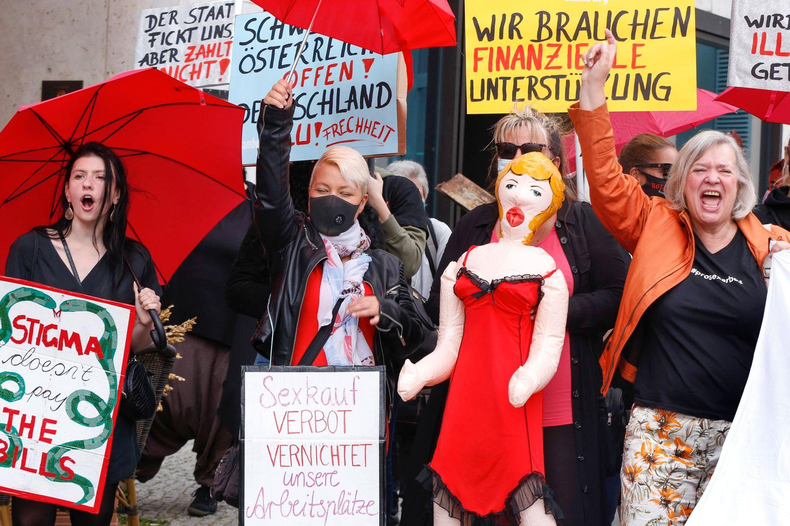 Protestaktion Berufsverband Sexarbeit gegen die Corona-Auflagen Berlin, DEU, 03.07.2020 - Sexarbeiterinnen demonstriere