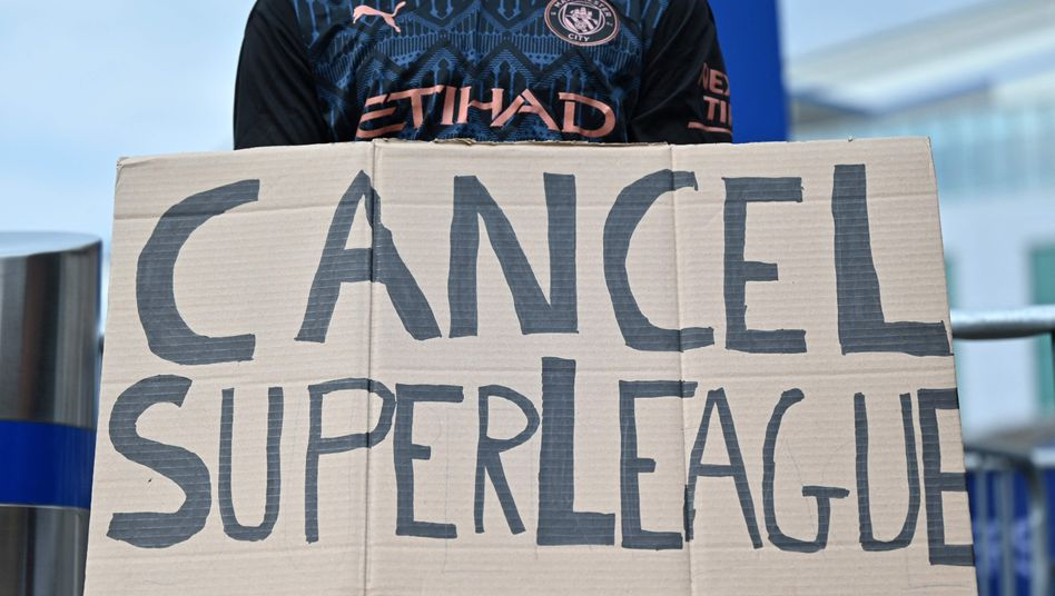 City-Anhänger beim Protest gegen die Super League