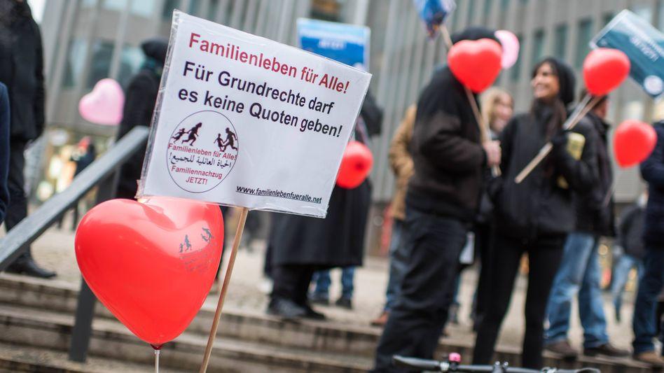 Menschenrechtsorganisationen demonstrieren in Berlin für das uneingeschränkte Recht auf Familiennachzug Geflüchteter (Archiv)