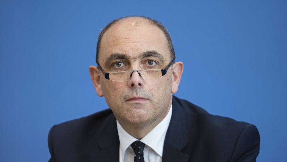 RKI-Vizechef Lars Schaade erklärte, der R-Wert müsse für längere Zeit deutlich unter eins gedrückt werden