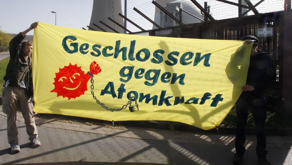 Atomkraftgegner am AKW Grohnde im Weserbergland: Wie teuer wird der Ausstieg?
