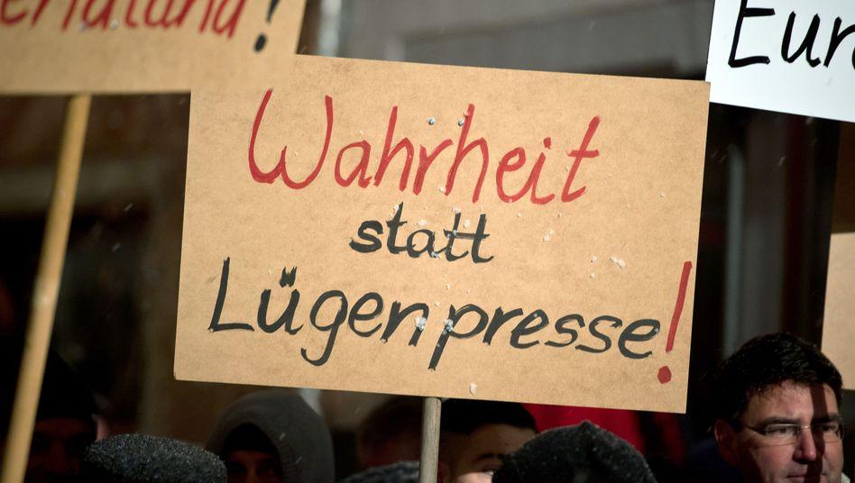 """Kampagne gegen """"Lügenpresse"""": Wenn Journalisten widersprechen, sind sie lügende Schergen eines """"Schweigekartells"""""""