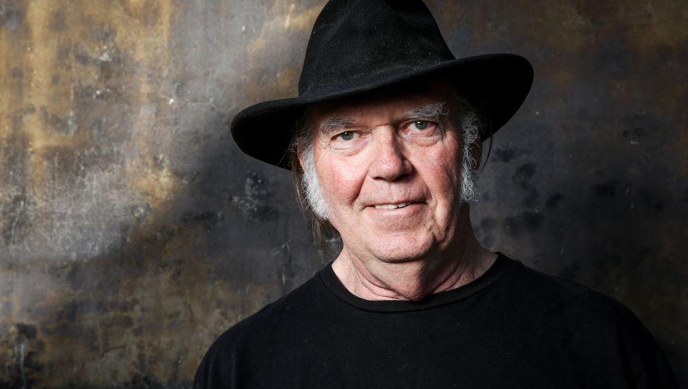 Neil Young: Kritik an Facebook