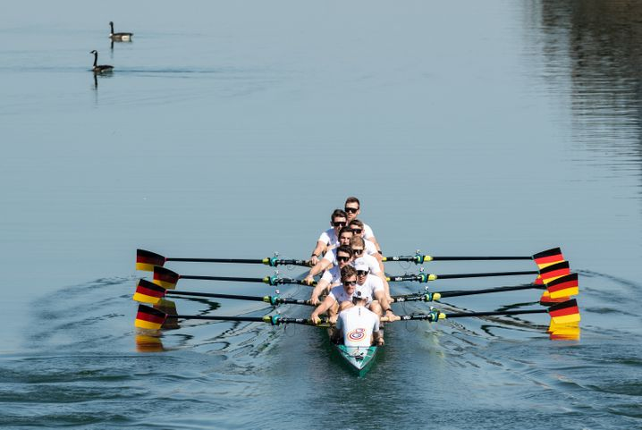 Mit sieben anderen Ruderern und einem Steuermann sitzt Malte im Deutschland-Achter. Auf der zwei Kilometer langen Strecke kämpft die Mannschaft bei Olympia um eine Medaille.
