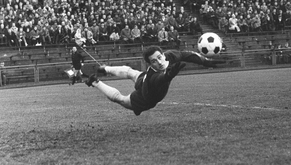 """Torwartlegende Hans Tilkowski: """"Und ewig fällt das Wembley-Tor"""""""
