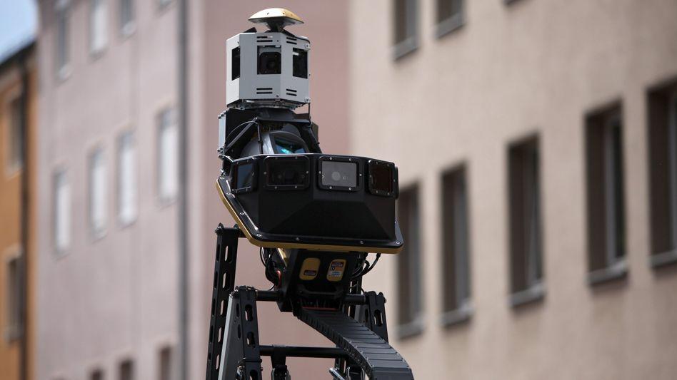 Kamera auf einem Streetside-Fahrzeug: Widersprüchliche Widerspruchs-Pläne