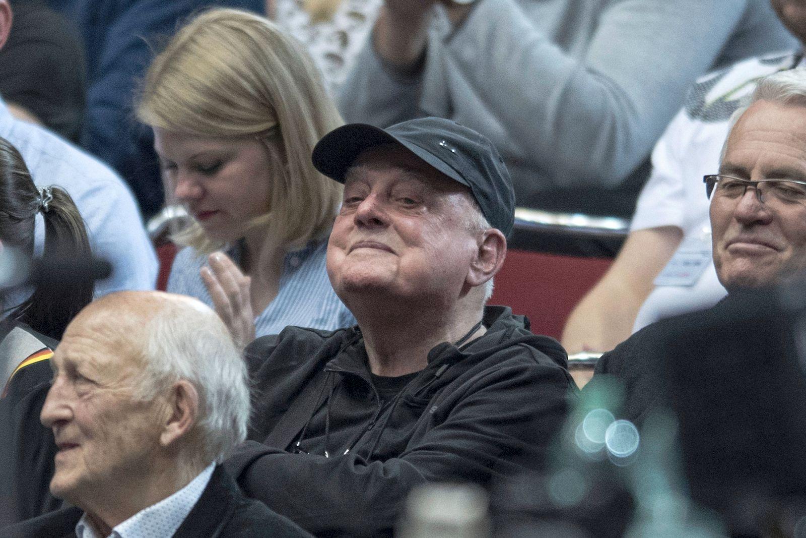 Der Ex Trainer der deutschen Nationalmannschaft Vlado STENZEL SRB unter den Zuschauern mit Kaeppi