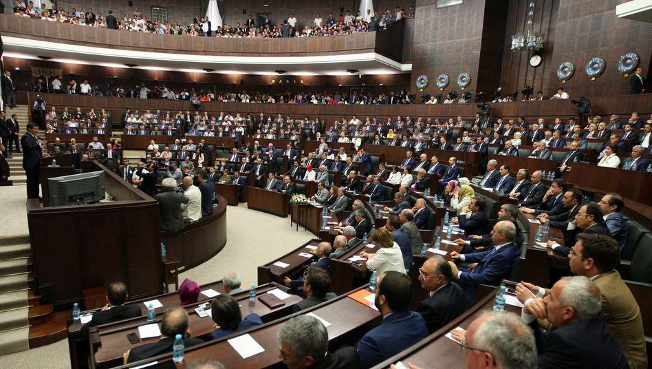 Mitglieder des türkischen Parlaments in Ankara