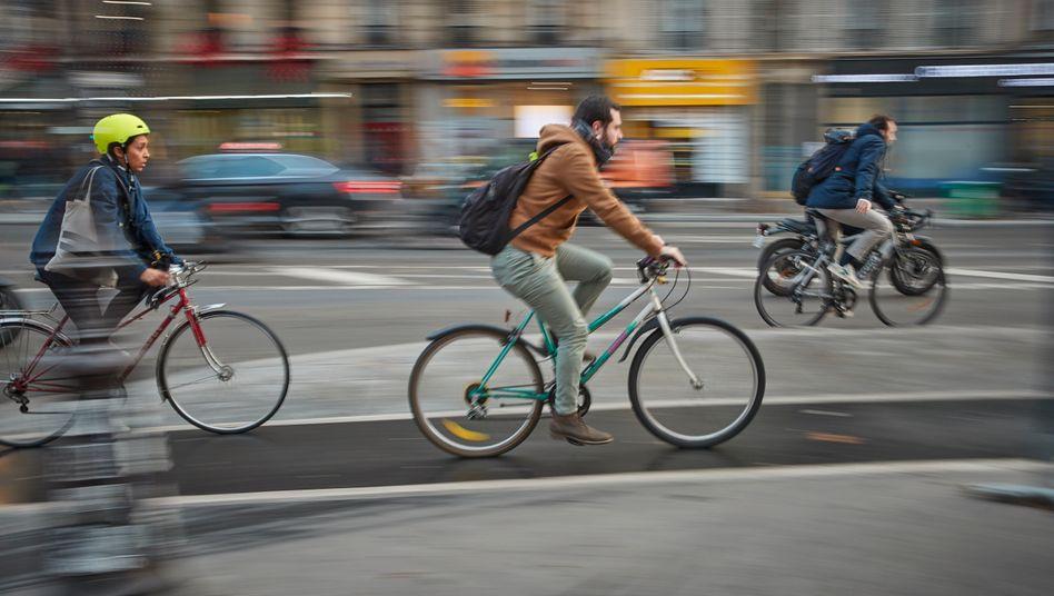 Der Autoverkehr verliert einer Studie zufolge bis 2030 seine Vormachtstellung, Nutznießer ist vor allem der Radverkehr wie hier in Paris
