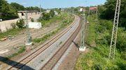 Bahn baut 83 Oberleitungsmasten auf geplante Radschnellweg-Trasse