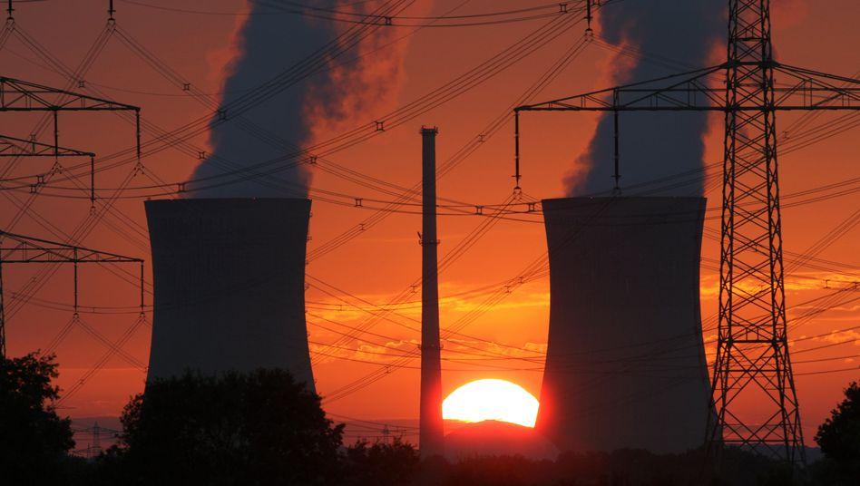 Kühltürme des Atomkraftwerks Grafenrheinfeld