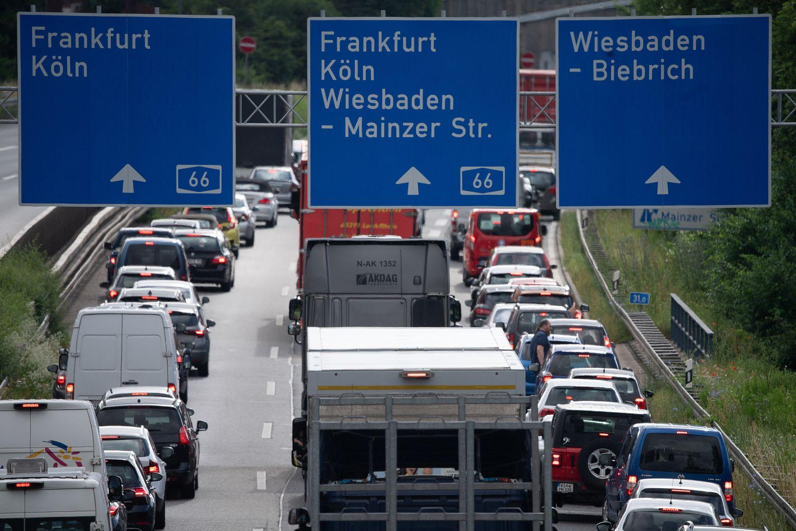 Berufsverkehr nach Sperrung der Salzbachtalbrücke