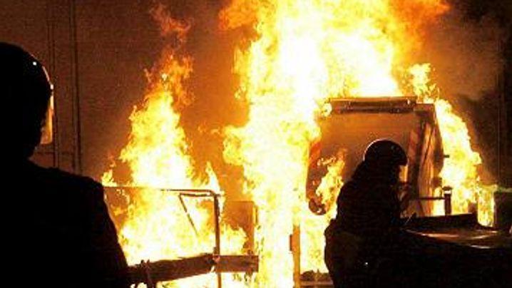 Krawalle in Genua: Tränengas und Trümmerteile