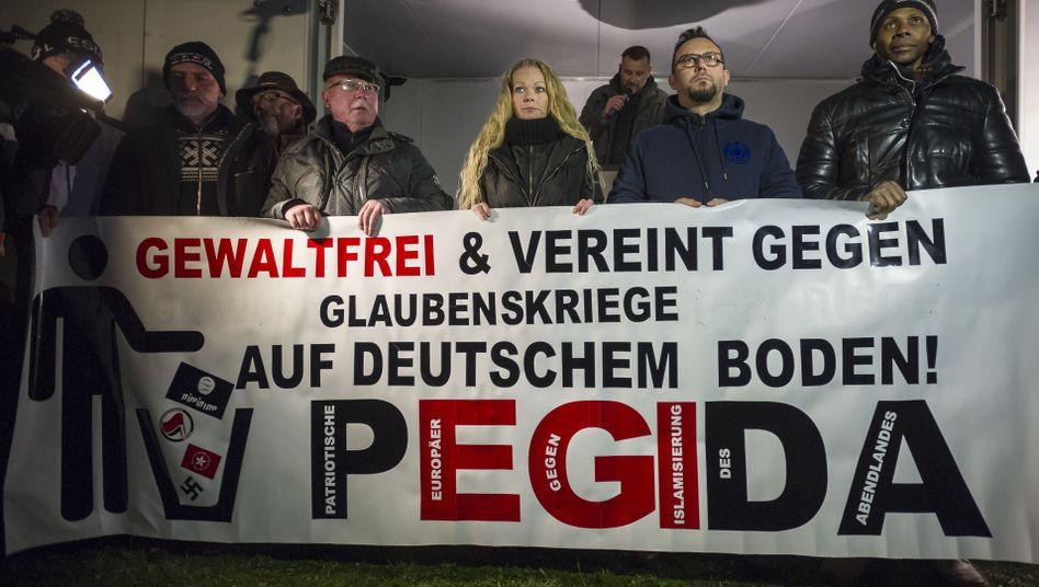 Pegida-Plakat in Dresden: Purer Rechtspopulismus