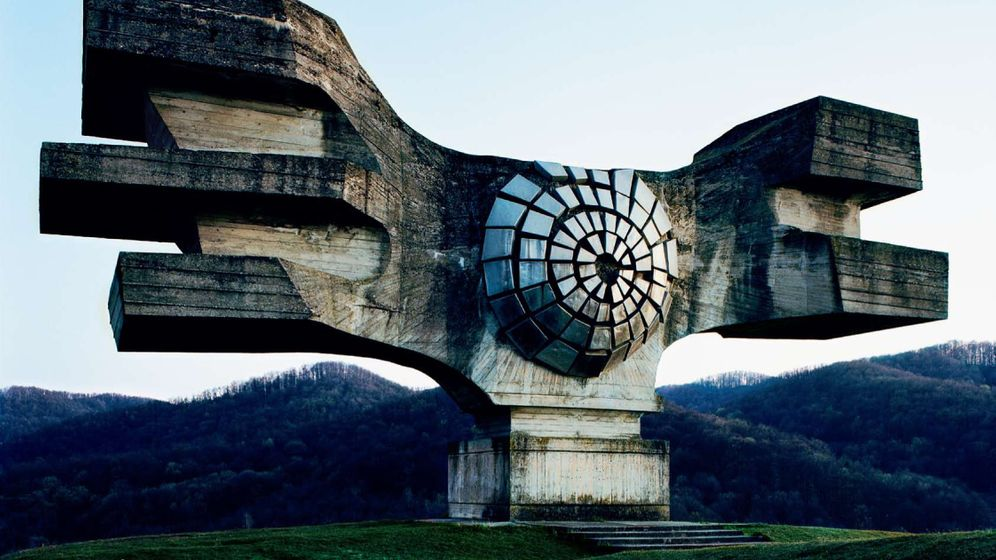 Spomeniks: Monumente zu Antennenhaltern