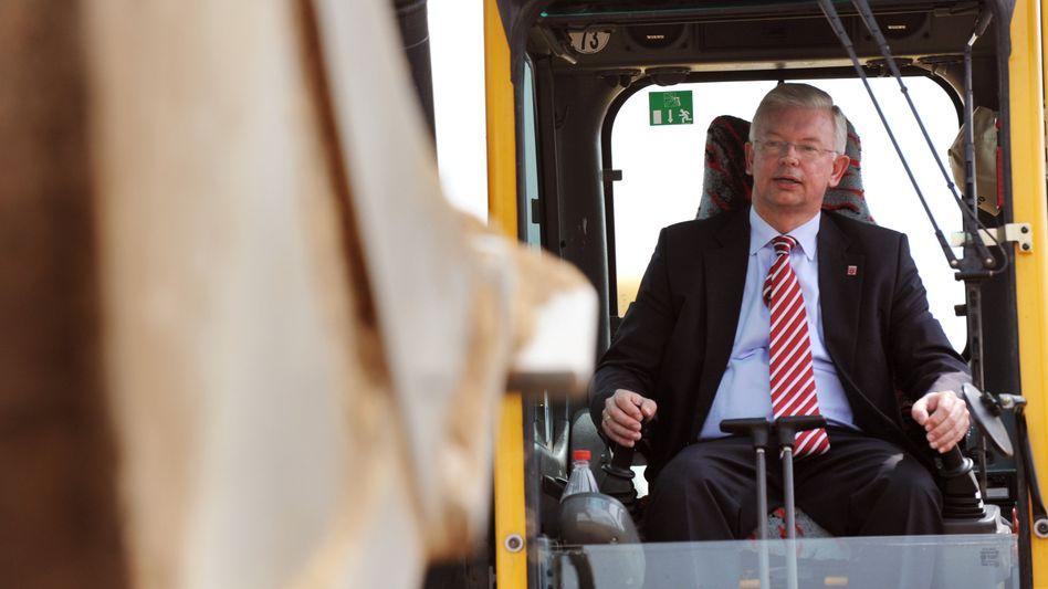 Früherer Ministerpräsident Koch: Neuer Chef des zweitgrößten deutschen Baukonzerns