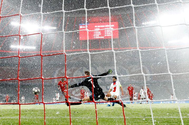 Überwunden: Bayern-Torwart Manuel Neuer im Duell mit Torschütze Marquinhos