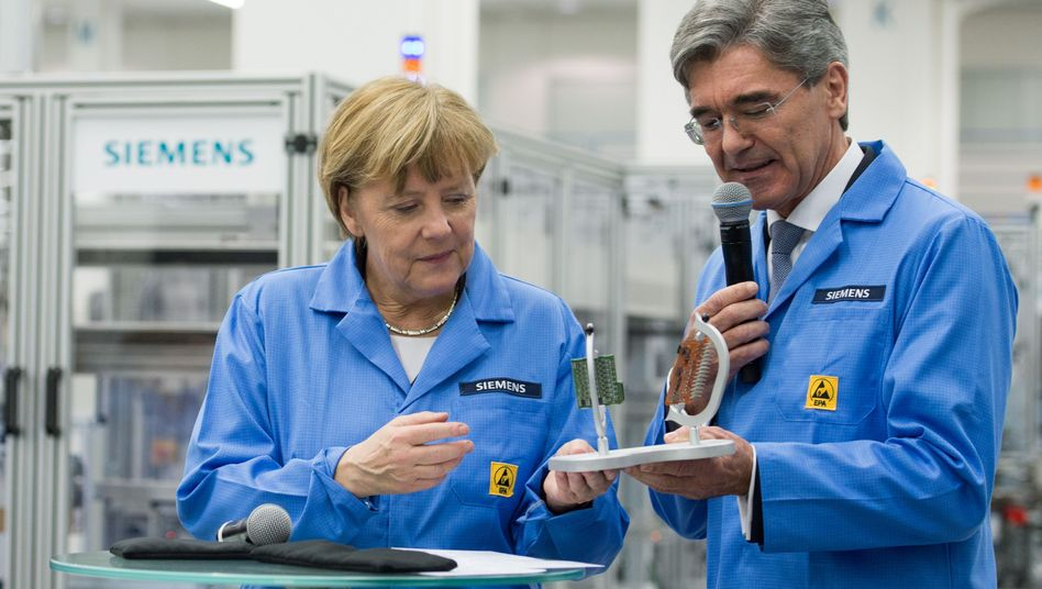 Kanzlerin Angela Merkel, Siemens-Chef Joe Kaeser (im Februar 2015)