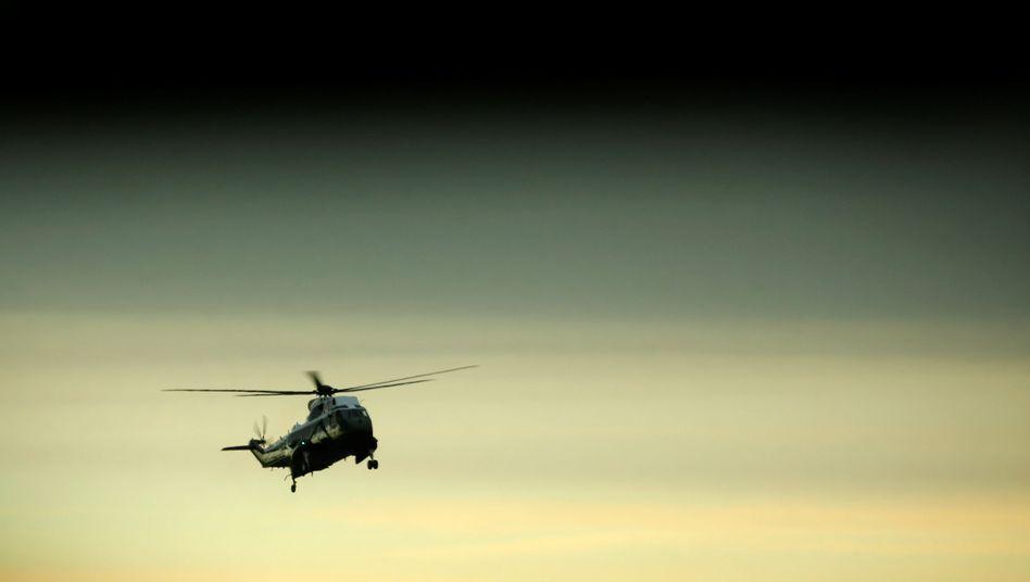 Hubschrauber mit Donald Trump auf dem Weg zum Empfang des getöteten Soldaten Owens