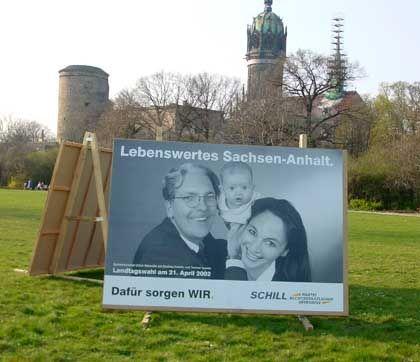 Marseille als plakatierter Spitzenkandidat der Schill-Partei in Sachsen-Anhalt