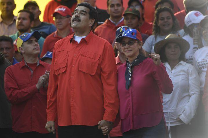 Nicalás Maduro und seine Frau Cilia Flores mit Unterstützern am 1. Mai
