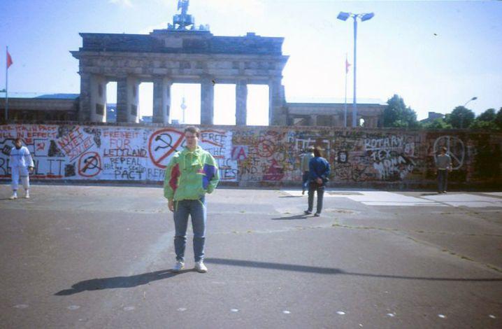Autor Janko Tietz als 14-Jähriger vor dem Brandenburger Tor
