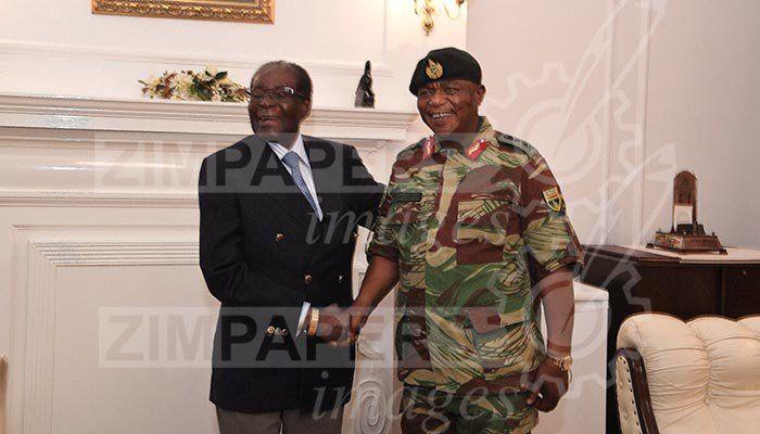 Mugabe mit dem Militärchef, General Chiwenga