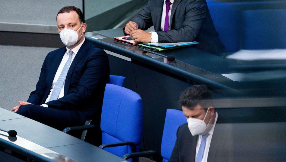 Bundesgesundheitsminister Jens Spahn und Bundesarbeitsminister Hubertus Heil in der Aktuellen Stunde im Bundestag