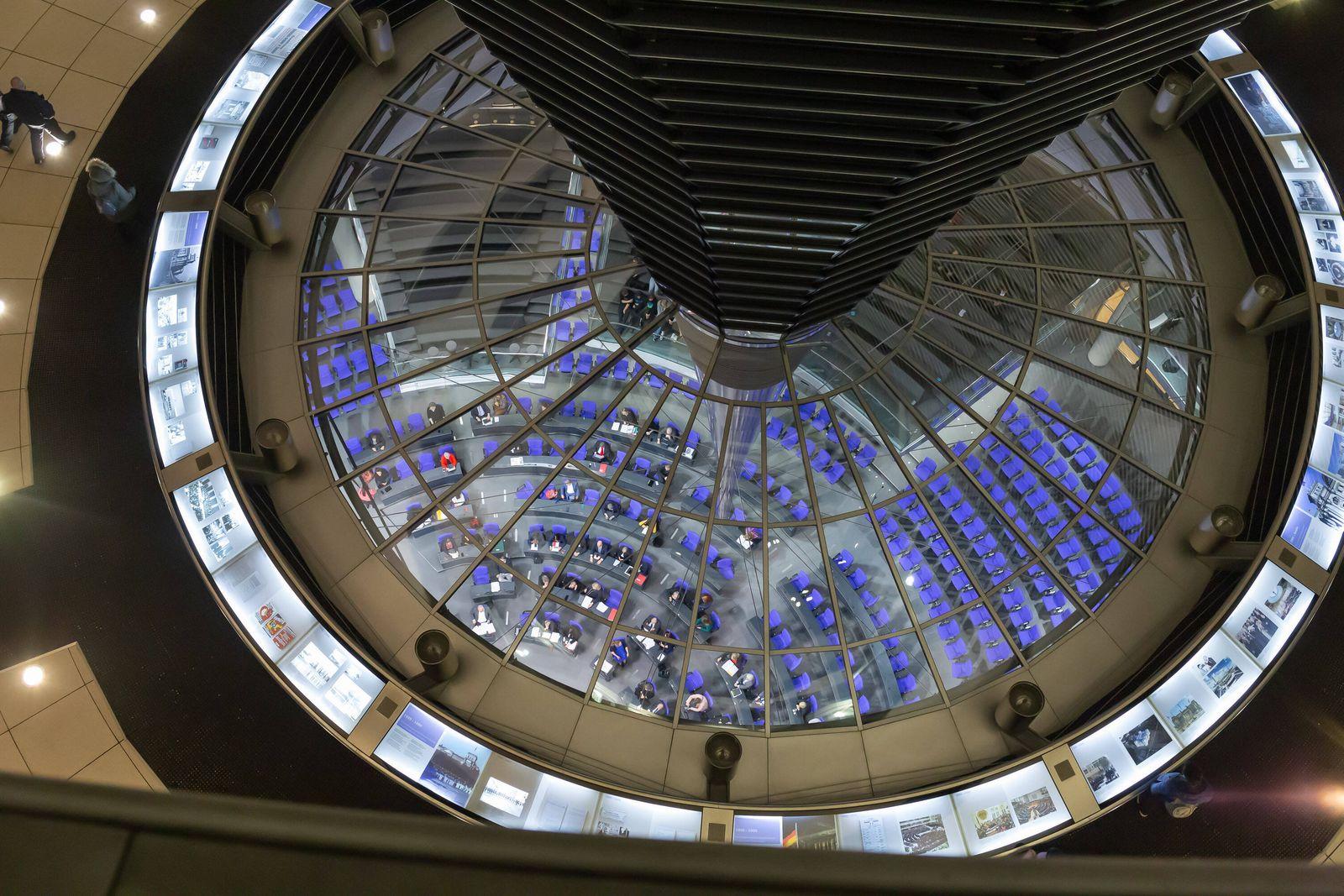 Kuppel des Reichstagsgebäudes, Blick in den Plenarsaal, 13.02.2020, Berlin (Deutschland), News, Politik, Deutscher Bunde