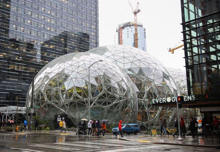 Amazons Zentrale in Seattle (Archivbild): Konzern meldet Erkrankung von Mitarbeiter