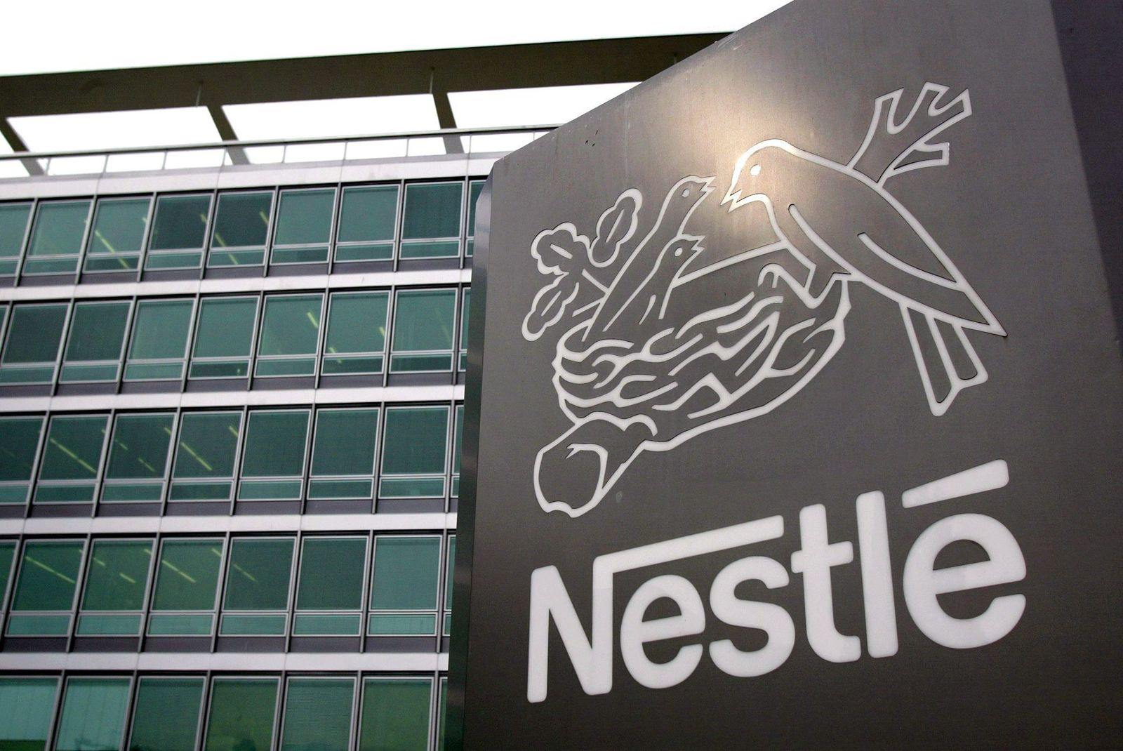 Nestlé steigert Umsatz und bestätigt Ausblick