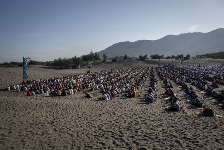 Gebet zum Id al-Fitr an einem Strand in Yogyakarta