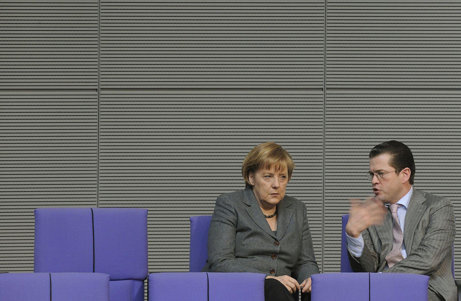 Bundestag - Merkel und Guttenberg