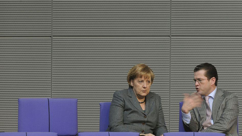 """Kanzlerin Merkel, CSU-Star Guttenberg: """"Weitreichende Folgen"""""""