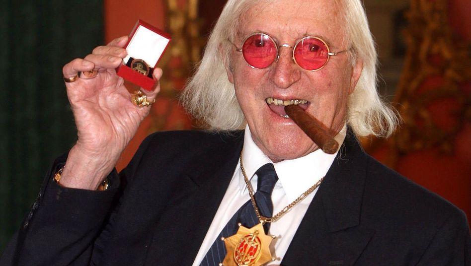 Moderator Savile (Foto von 2008): 214 Sexualstraftaten in 54 Jahren