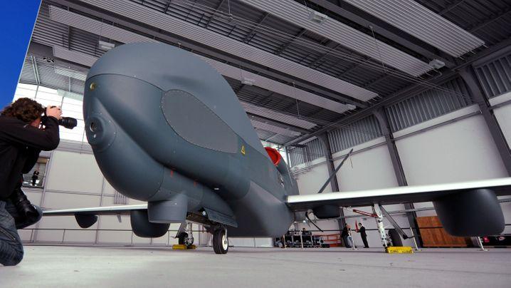 "Gescheitertes Drohnenprojekt: ""Euro Hawk"" muss am Boden bleiben"